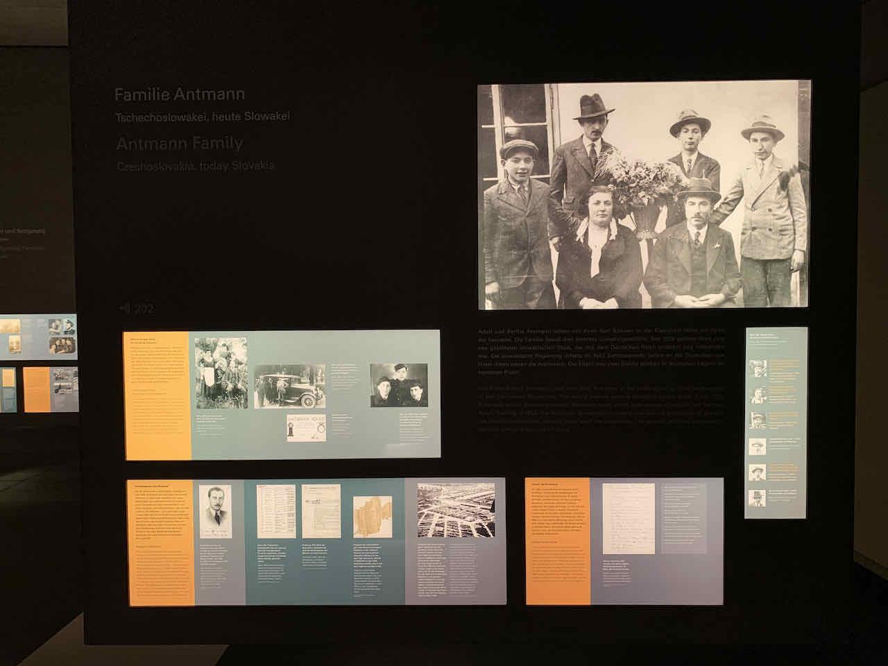 Raum der Familien im Ort der Information beim Holocaust Mahnmal in Berlin