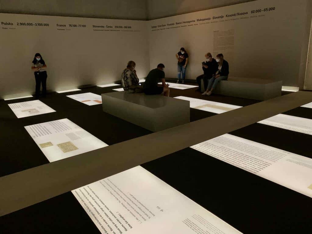 Raum der Dimensionen im Ort der Information beim Holocaust Mahnmal in Berlinl