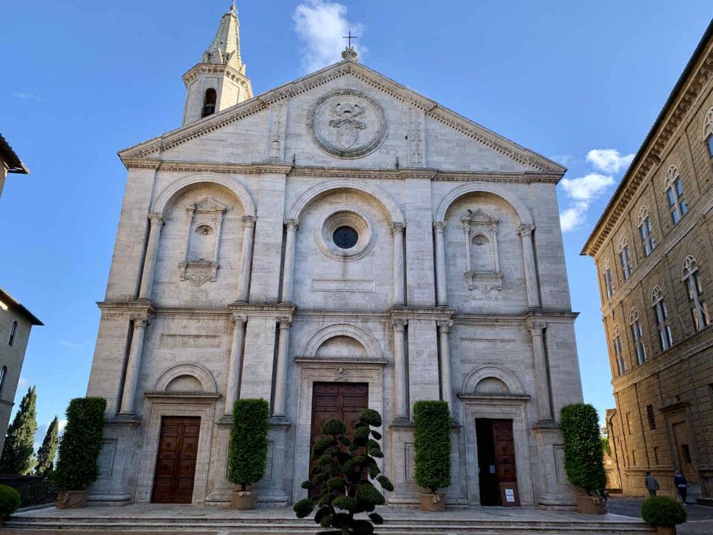 Kathedrale Santa Maria Assunta auf der Piazza Pio II in Pienza © PetersTravel Peter Pohle