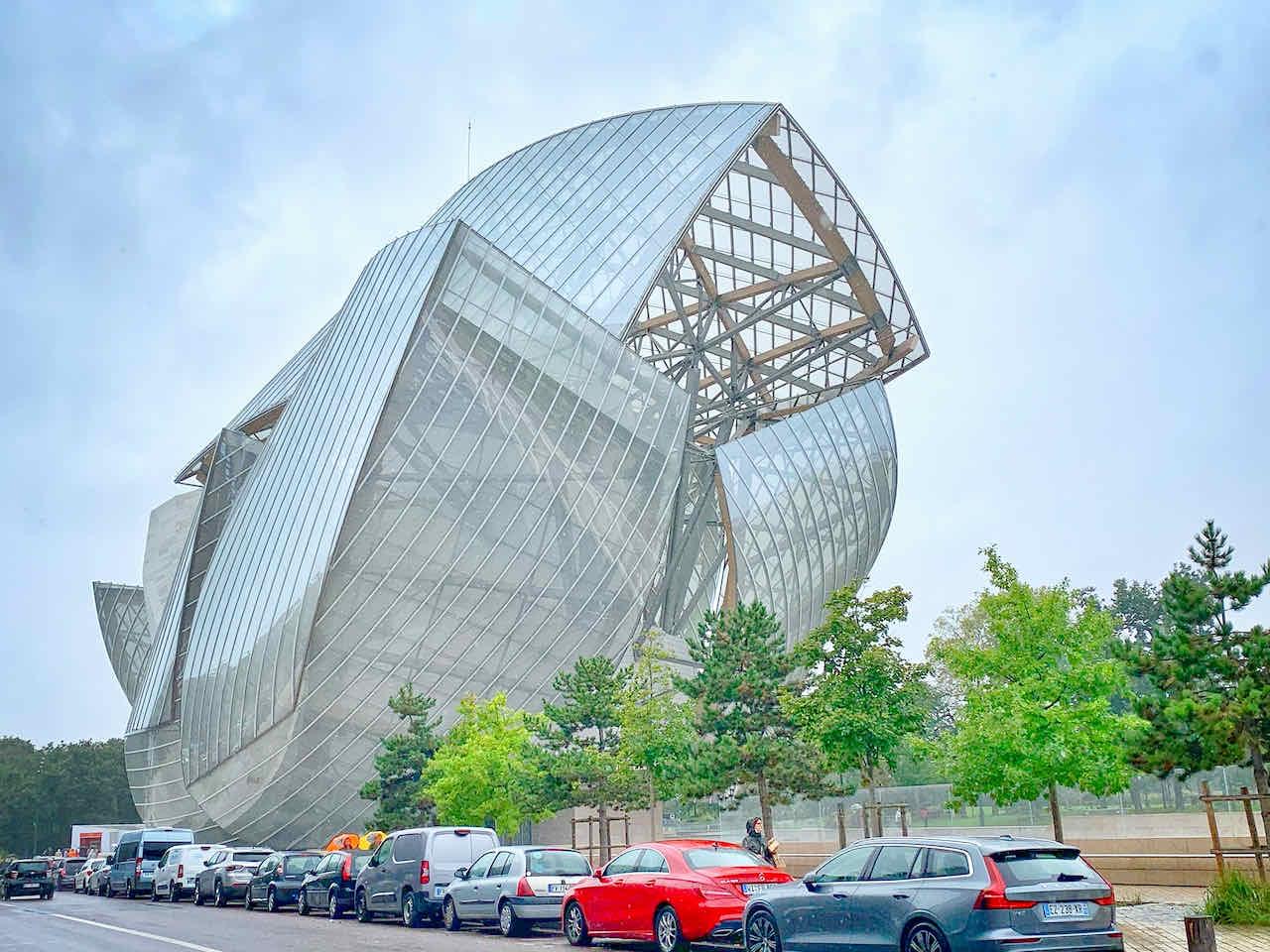 Außenansicht des Museum der Fondation Louis Vuitton, Paris, Frankreich